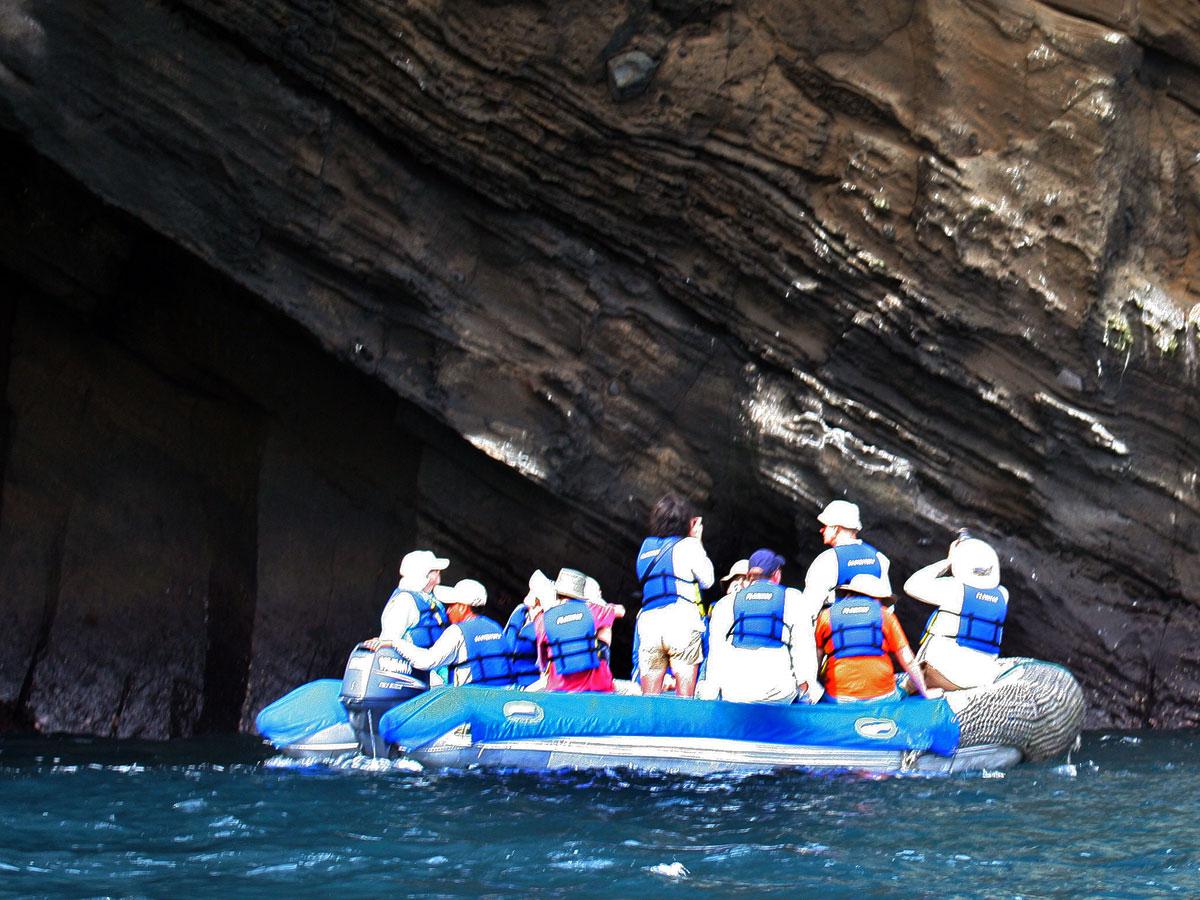 /wp-content/uploads/itineraries/Galapagos/032310galapagos_taguscove_panga_people-(2).jpg