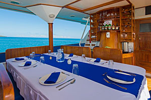 Galapagos Danubio Azul Dining