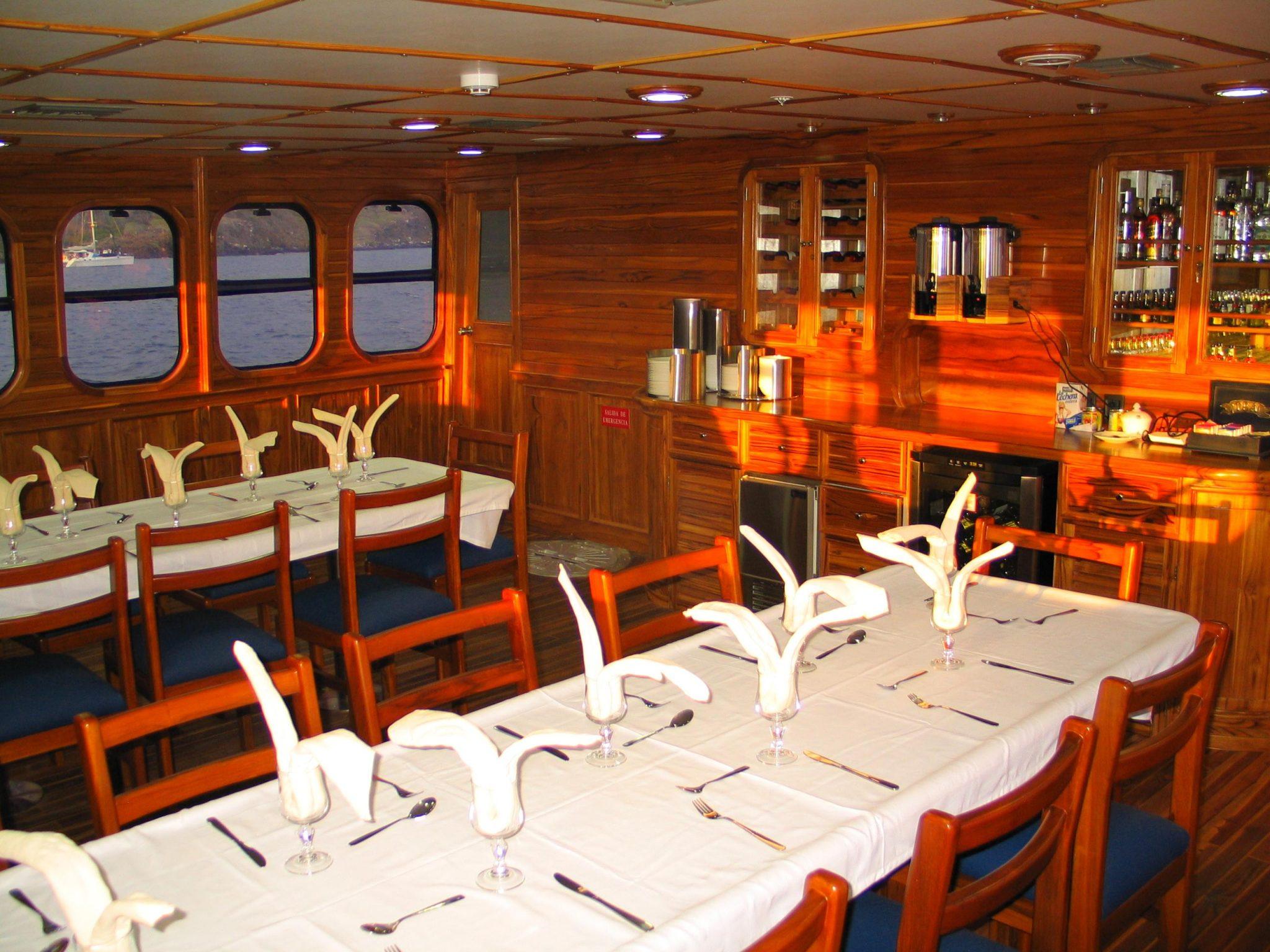 Galapagos Tip Top IV Dining