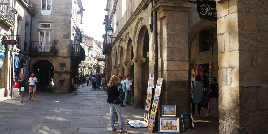 wp-content/uploads/itineraries/Camino/camino-santiago-old-town.jpg