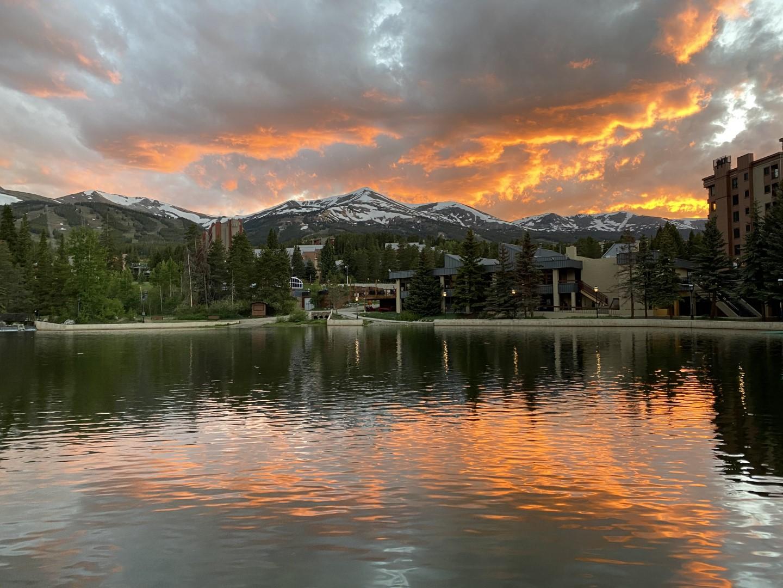 wp-content/uploads/itineraries/USA/CoMtn/breck-sunset.jpg